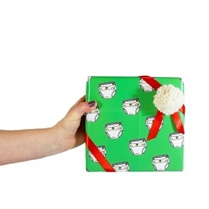 holding_gift_square_2101468988